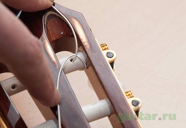 Оборачивание струны вокруг колка